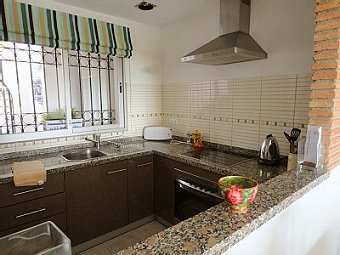"Kitchen is very spacious at ""Jardin B"", Miraflores"