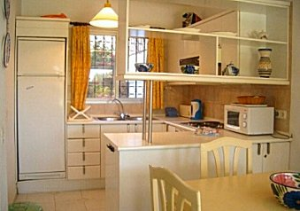 Modern spacious & well equiped kitchen