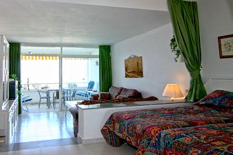 "Studio apartment at Miraflores ""Rancho A"" Comfortable bedroom with fitted wardrobes"
