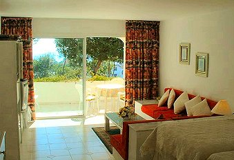 Miraflores Costa Spacious well furnished lounge and patio