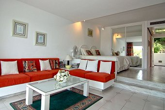 MIraflores Spacious well furnished lounge and patio